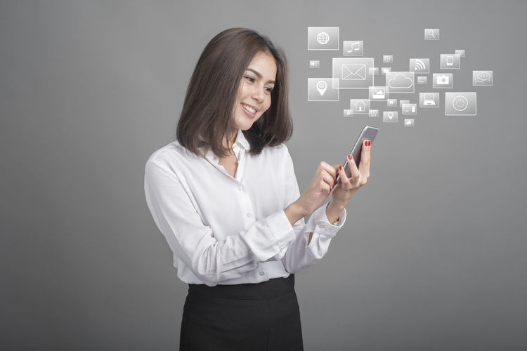 Business Business Businesswoman Chats Communication Connection Cyberspace Data Finance Futuristic Global Communications Globalization Internet One Person Pointing Smart Phone Studio Shot Talking Photo Tech Technology Touch Screen Touching Wireless Technology Women Young Adult