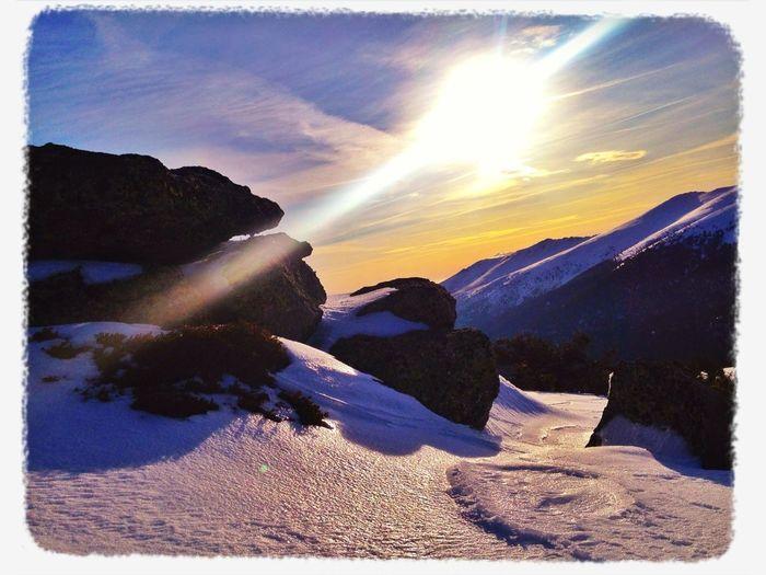 Rocks & Sun #esquídemontaña #skimountaineering #skimo #mountain #sunrise #amanecer #cotos #peñalara #gasss #training #ilovemountain #beforework #dynafit #happy #feliz
