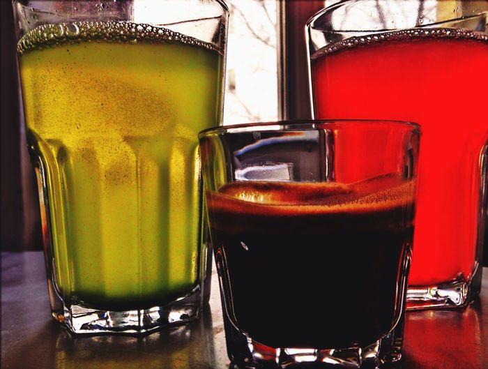 Morning fluid: Double Espresso Macha Green Tea Wild Berry Schorle