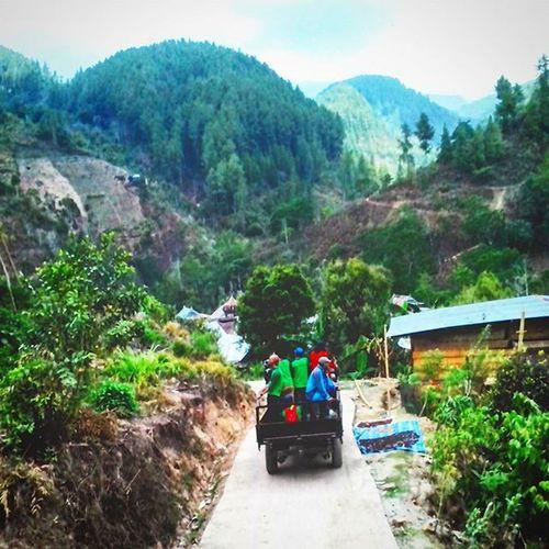 Ekspedisi Atap Sulawesi. Sudah sampai??... Belum, ini baru desa Rante Lemo. Desa karangan tujuan kita masih dibalik bukit sana. . Instastorylatimojong Indosat_adventurer Indosatsnap