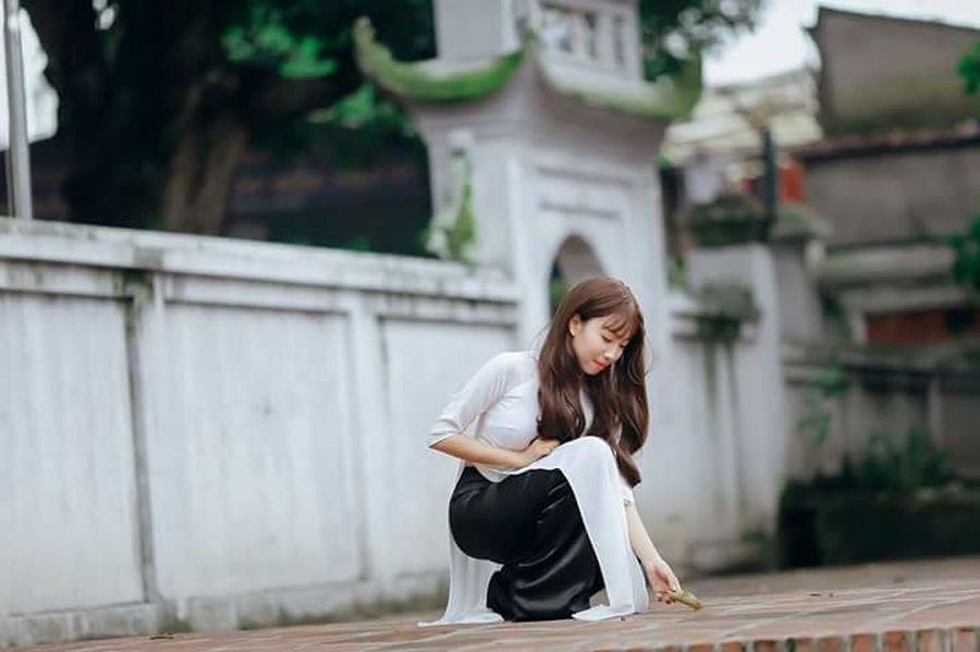 Me Girl Aodai AodaiVietNam ❤️ Vietnam Vietnamese Lovemycountry Pagodas Beautiful Nice Quite Quite Place Quite Moments