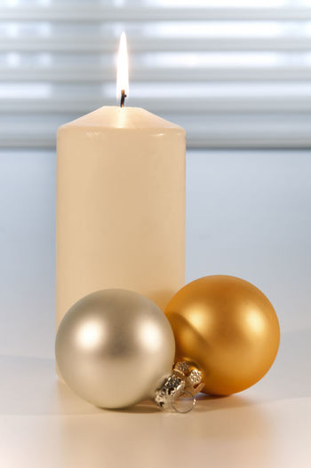 christmas decoration ©alexander h. schulz Burning Candle Christmas Flame Growth Balls Candle Light Christmas Decoration Close-up Decoration Glitter Balls Illuminated Indoors  Indoors  Interior No People Silver  Table White Background