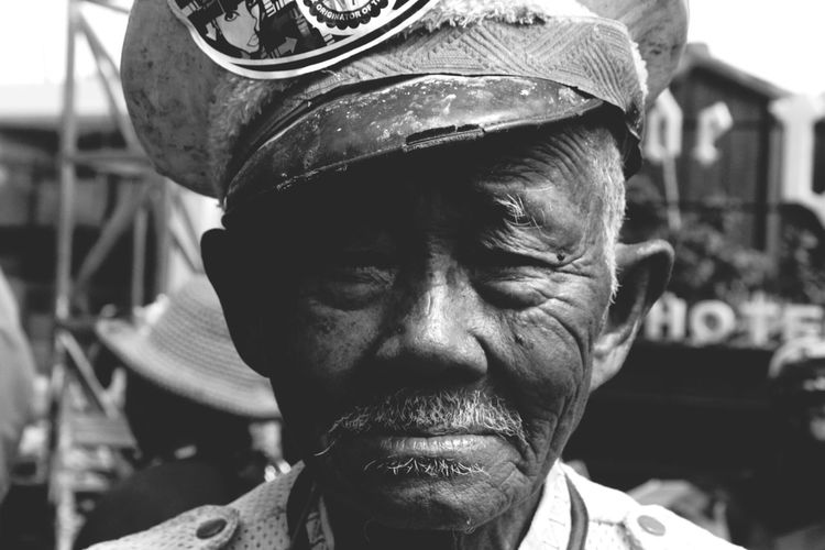Monochrome Blackandwhite Portrait Oldman The Human Condition Eye4photography  EyeEm Indonesia Black & White OpenEdit Vscocam VSCO The Portaitist - 2016 Eyeem Awards The Portraitist - The 2016 EyeEm Awards