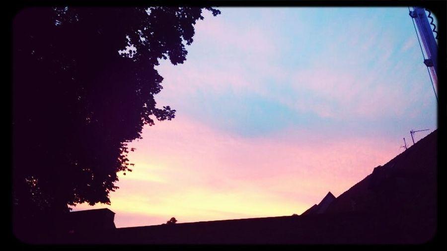 #sunset #sun #clouds #skylovers #sky #nature #beautifulinnature #naturalbeauty #photography #landscape Crazy Night Goodnight ♡ Krämerbrückenfest