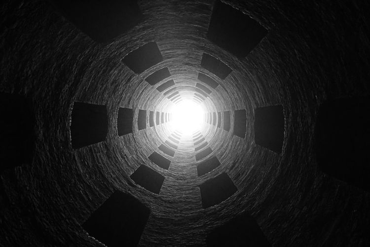 Looking up Sony A6000 No Photoshop Pozzo Di San Patrizio (Orvieto) Well Of St. Patrick Black And White Close-up At The Bottom Of A Well Light At The End Of The Well Out And About In Orvieto Concentric No People Black Background Futuristic