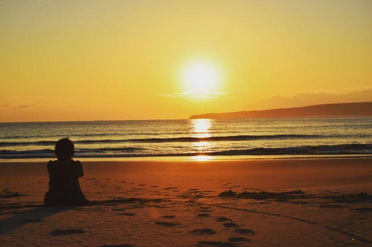 一緒に海みよ〜〜 *CHIE* Sunset いつもの場所 Sea View Seascape Landscape Sunset_collection EyeEm Nature Lover Beach View Beachphotography That's Me Taking Photos わたしもがんばらなきゃ✨✨ キラキラ 海