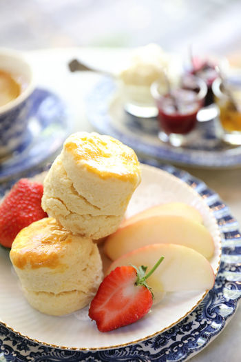 Food And Drink Food Sweet Food Sweet Fruit Freshness Indulgence Dessert Plate Ready-to-eat Table Healthy Eating Temptation Still Life Berry Fruit Focus On Foreground Dairy Product Scone