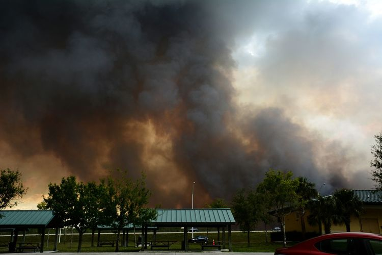 Cowbell fire burning along Alligator Alley I-75 ( about 1 mile north) in Big Cypress National Preserve, Sunday April 9, 2017. One of 100 wildfires burning in Florida, this grew to 7,000 acres on this single day. Collier County rest area. Wildfires Wildfire Danger Natural Disaster Dramatic Sky Florida Outdoors Dramatic Sky Smokey Sky Dry Season Big Cypress Landscape Interstate 75 Smoke Big Cypress National Preserve Colliercounty Alligator Alley Roadside