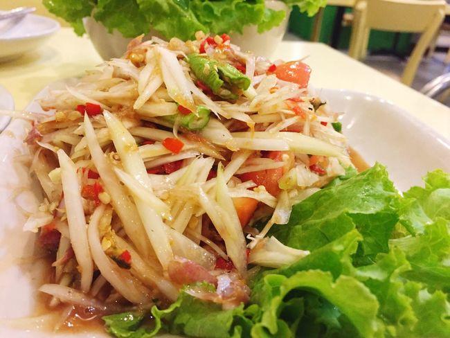Green papaya salad, In Thailand we called Somtum and it's a popular food in my country. Food Somtum Pu-plarha Somtum Thai Somtum Thaifoodstyle Thai Food Thai Cruisine Papaya Salad Close-up Salad Healthy Eating