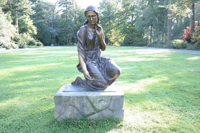 Cemetry Friedhof Guss Messing Rasen Statue Wiese
