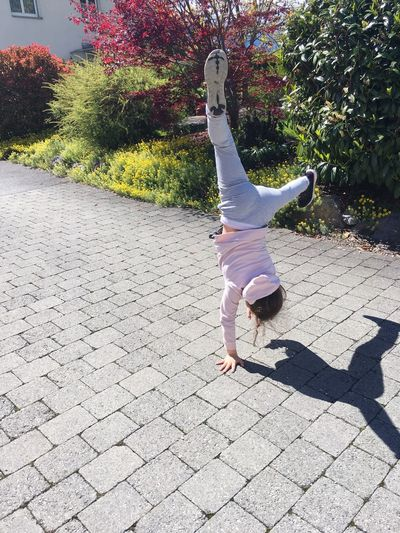 The Street Photographer - 2017 EyeEm Awards Handstand  Balance Exercising Dancing Skill  Agility Breakdancing One Person Girl EyeEmNewHere first eyeem photo Check This Out The Portraitist - 2017 EyeEm Awards BYOPaper! Live For The Story Out Of The Box The Portraitist - 2017 EyeEm Awards Second Acts EyeEm Ready