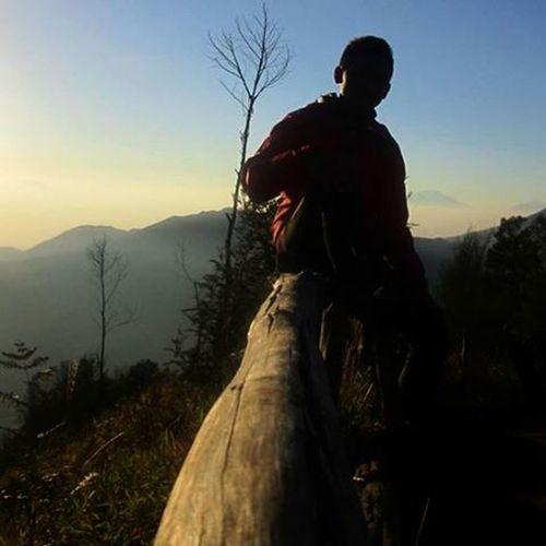 Jangan mengambil apapun selain gambar, Jangan meninggalkan apapun selain jejak, Jangan membunuh apapun selain waktu Id_pndaki Pendakiindonesia Mountainexplorer Bacpacker