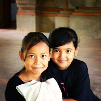 Da série crianças fofas pelo mundo - Ubud, em Bali, Indonesia. ♡ 30trips VoltaAoMundo Rtw DiaDasCrianças children ubud bali indonesia travel travelers trip