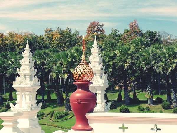 Temple Thailand #Chiang Mai Chiang Mai | Thailand Buildings Tree Statue Sculpture Sky EyeEmNewHere Summer Exploratorium Visual Creativity The Great Outdoors - 2018 EyeEm Awards The Traveler - 2018 EyeEm Awards