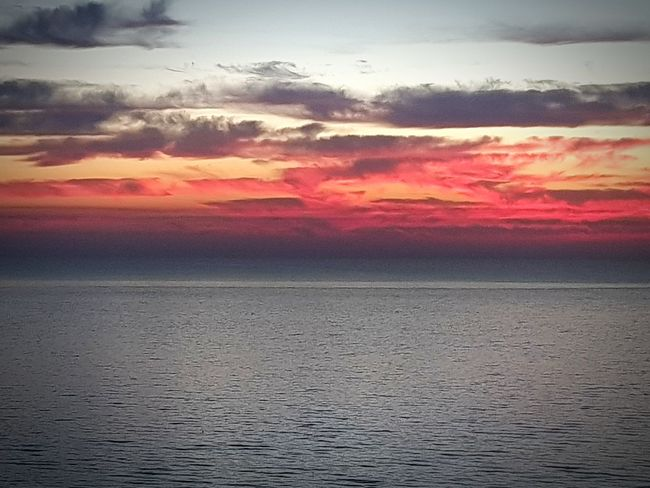 Good morning ، Bonjour ، Buenos dias ، Goede morgen، Καλημέρα ، صباح الخير ، 早安 ، Buongiorno ، Günaydın Sunset Dramatic Sky Nature Cloud - Sky Multi Colored Beauty In Nature No People