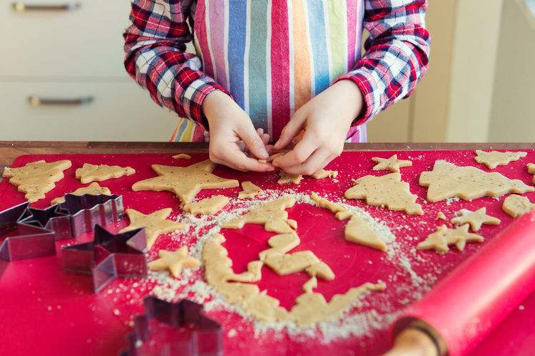 Midsection of woman preparing cookies on table