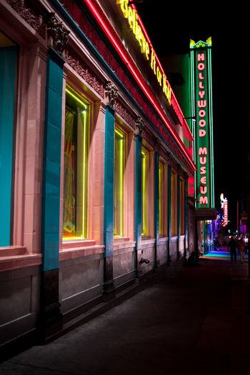 Built_Structure Exterior Building Exterior Los Angeles, California USA Colors Colorful Architecture Nightphotography Night City City Lights Neon Neon Lights Neon Sign Hollywood The Week On EyeEm Editor's Picks