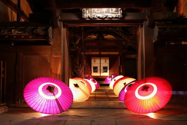 長野灯明まつりの定番スポット❗宿坊の通りの雰囲気も良い感じ~😆 善光寺 (zenko-ji Temple) 長野灯明まつり Performance Performing Arts Event City Arts Culture And Entertainment Stage - Performance Space Chair Cultures Architecture Built Structure