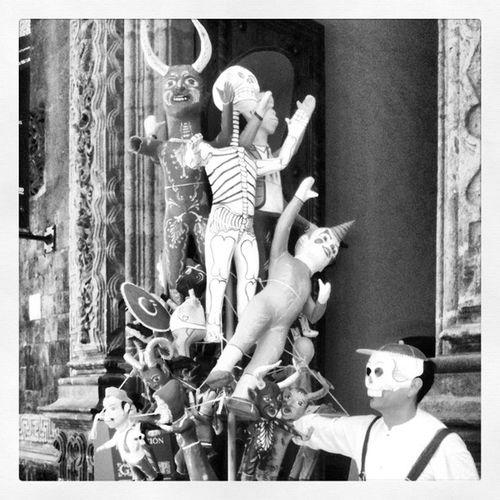 Calaveras y diablitos II # #méxico #mexico #2012 #df #city #downtown #arte #popular #street Diademuertos Centrohistorico Df Inframundo Mextagram Calaveras Mexingers Mexicodf Street Lohechoenmexico City Igersofthday Downtown Tradicionesmx Mexico 2noviembre 2012 Todolossantos Surreal Noviembre Popular Dayofthedeath Arte Calaverasdemx