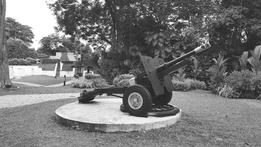 Remnants of World War II. The 25 Pounder Howitzer mobile artillery. Singapore WWII Park Sentosa Island Fort Siloso Singapore Howitzer Artillery Artillery Weapon Artillery Post Weapons Of War History Historical Site Travel Photography