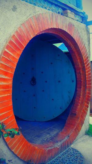 Circle Door of Hobbit House. 😎📷💯 Eyeemguatemala Eyeemworld Capture The Moment Capturethis Thingsthingsandmorethings Travel Photography Traveling Travel Destinations TranquilityShrankiltumenteandrelaxtucuershpe