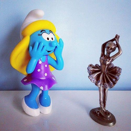 Smurfette was shocked when she met the charming ballet dancer ;-) Thesmurfs Schlumpf Smurfette  Statue ballet dancer surprise story fairytale