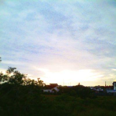 Matahari terbit yang di tutupi awan tebal , sepertinya langit akan menanggis pagi ini Insta_aceh VSCO Vscogood Vscofriday
