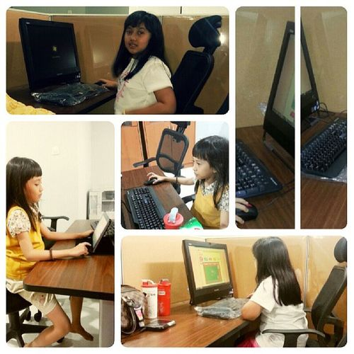 Day8 Junephotochallenges : computer ...my girls with the computer @faridkoto