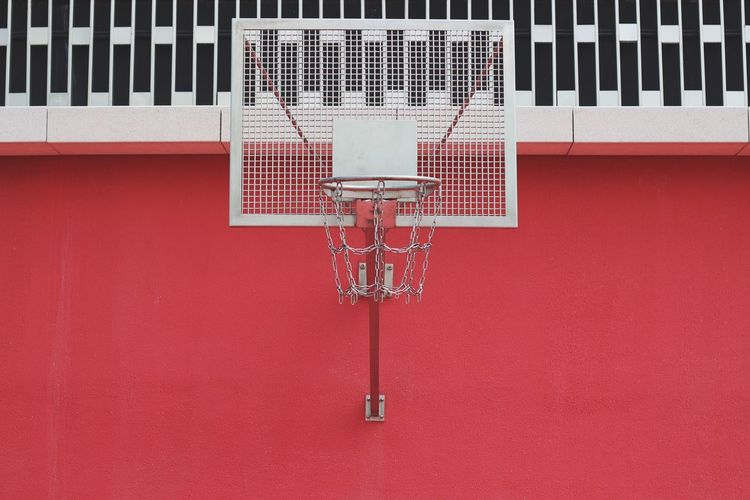 Sport Red No People Metal Basketball - Sport Wall - Building Feature White Color Built Structure Day Basketball Hoop Architecture Building Exterior Outdoors Grid Communication Close-up Net - Sports Equipment Absence Wall Adventures In The City