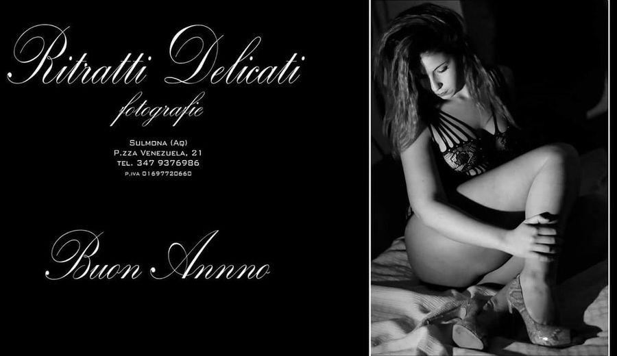 buon anno www.ritrattidelicati.it Buonanno BuoneFesteee🎊🎄🎀🎁 Happynewyear Women Females Beauty Long Hair One Woman Only Only Women Portrait Glamour Boudoir Boudoir Photography Italianstyle