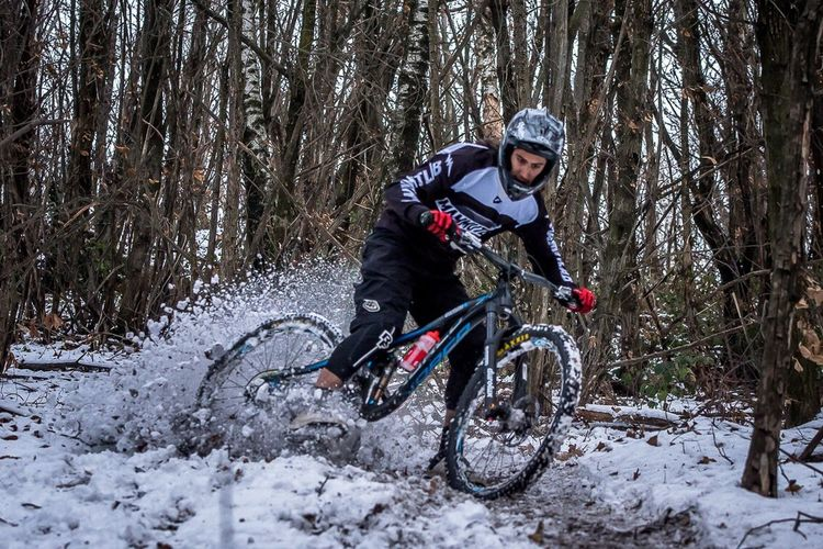 Mountain Bike Bicycle Forest One Person Sport Tree Cycling Helmet Helmet Mountain Bike MTB Biking Sports Photography Extreme Sports Italy🇮🇹 Actionphotography Nature Snow Drifting Snow Rocknroll Como Lake Sonyalpha Enduromtb