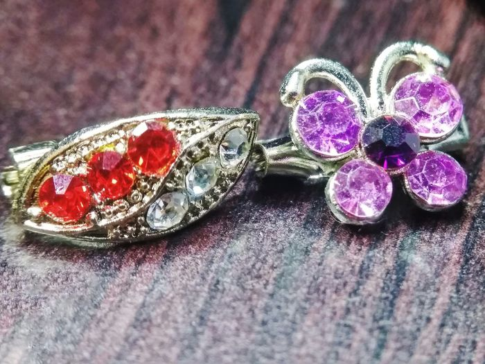 Leaf and butterfly brooch Brooch With Stones Butterfly Butterfly Brooch Leaf Leafs Leaf 🍂 Brooch Pin Brooch Close Up Brooches Leaf Brooch Luxury Precious Gem Wealth Gemstone  Jewelry Fashion Table Still Life Close-up Diamond Ring