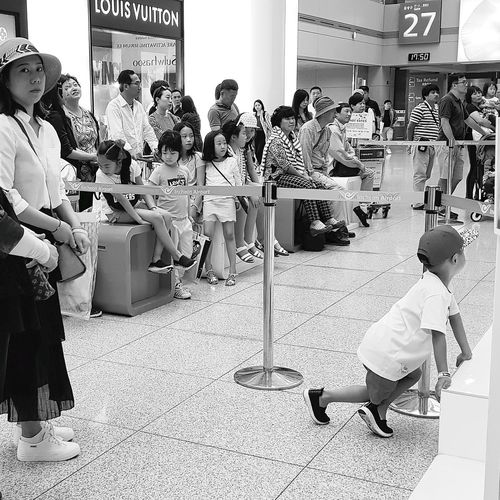 Audience Musical Performance Streetphotography Seoulstreetphotography Bnwstreetphotography Bnwseoul Bnwphotography Seoulspring2018 Tripwithsonmay2017 Seoul Southkorea Men Full Length Occupation Crowd