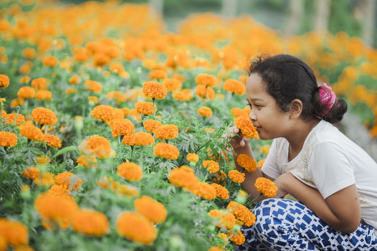 Harvest time Beauty In Nature Child Childhood Close-up Day Elementary Age Flower Flower Head Freshness Girls Growth Lifestyles Nature One Person Outdoors People Plant Real People Yellow Flower