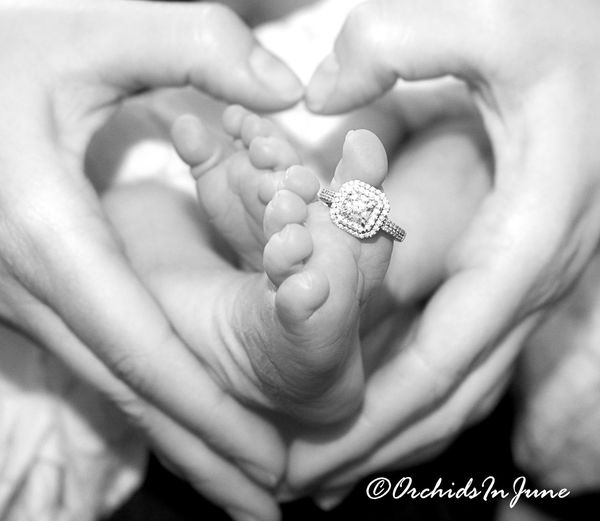 Same photo, in a different color.. FirstTime Close-up Babygirl Virginia Canonphotography Firsttimeforeverything Newborn Photography Ilikeit Blackandwhite Photography Hands Feet