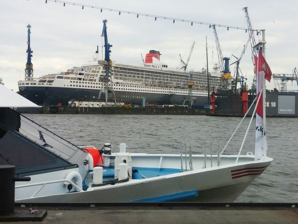 Queen Mary Queen Mary 2 Hamburg Dock Trockendock Reparation Hamburg Harbour Harbour