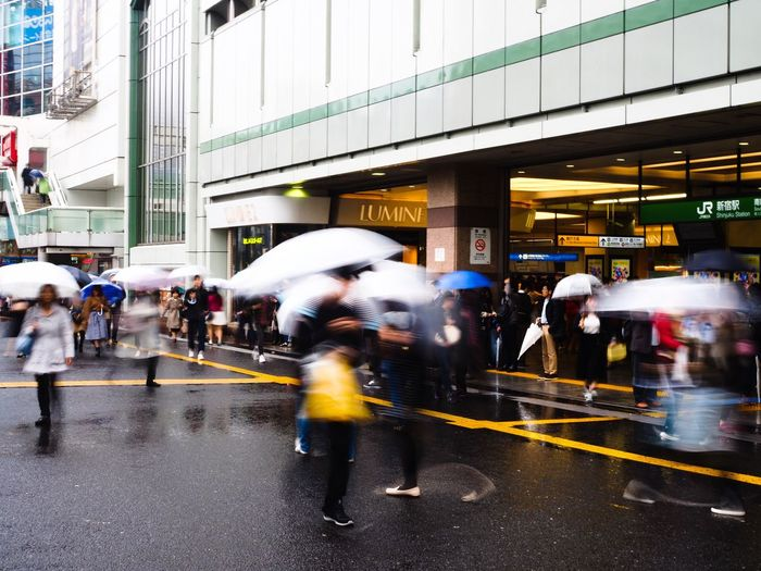 どうも天候が安定しません…😓 Blurred Motion Motion Street Large Group Of People Walking City City Life Speed Crowd City Street Architecture Built Structure Real People Pedestrian Tokyo Street Photography Olympus OM-D E-M5 Mk.II