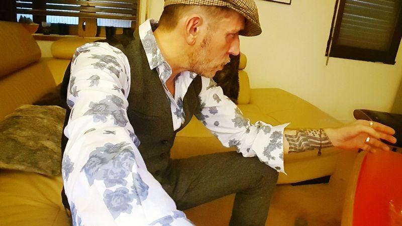 Plaisir Paris ❤ tatouage tattoos casquette chemise fleurs