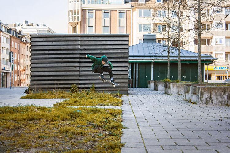 Düsseldorf Green Ollie Skateboarding Skaten  Guy Skate Skateboard Skateboardingisfun Skatephotography Sport Sporting Sports Sports Photography
