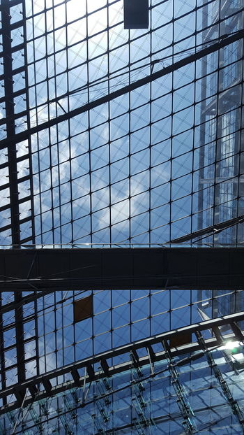 Glass - Material Full Frame Window Pattern Architecture Built Structure Backgrounds Indoors  No People Sky Modern Day Cityscape City Berlin Berlin Photography Travel Destinations Architecture Indoors  Ceiling Design Hauptbahnhof Berlin