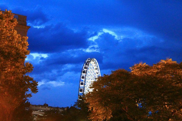 Taking Photos Lunapark Amusementpark EyeEm Best Shots City Lights Cityscapes Budapest Night Hugging A Tree Clouds And Sky