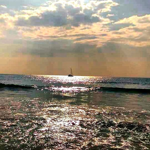 sea, boat and the light @ Khao lak, Thailand