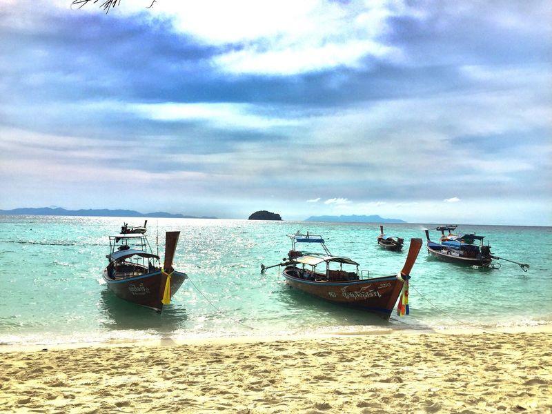 หาดทราย ท้องฟ้า ธรรมชาติ ทะเล เรือหางยาว