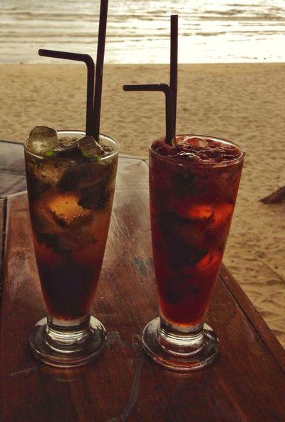 Long Island Iced Tea cocktails Cocktails Holiday Drinks! Glasses Sea Beach Bar Thailand Kohchang