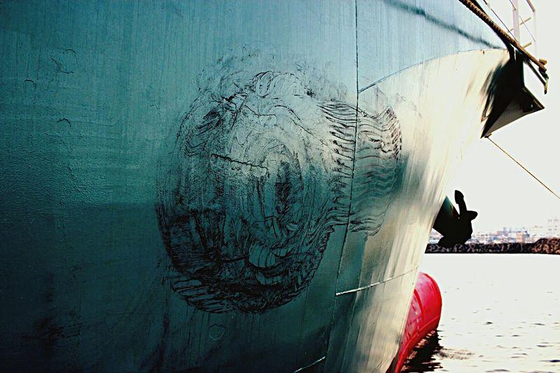 岸壁のタイヤクッションの 痕 After the quay of tire cushion☝️ Seaside Taking Photos Silhouette Ship Tire Cushion Hello World Shipping Space Sea Traces