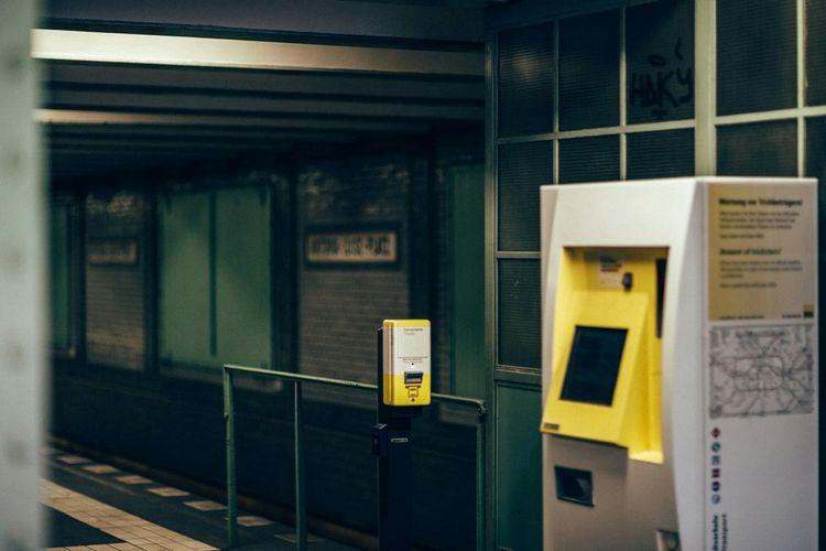 U-Bahnhof Viktoria-Luise-Platz Subway Station Berlin Schöneberg Public Transportation Streetphotography Street Ticket Machines Bvg