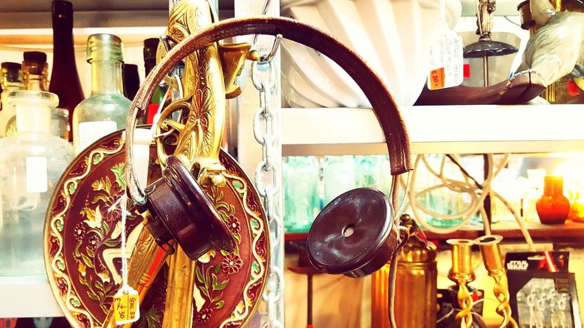 vintage headphones London Date Urban Vinatge Vintage Shopping Vintage Headphones Headphones Music Orange Plates Vintage Store Close-up Briton Metal Fashion Store Retail  Variation Hanging Business Retail Display Clothing Store Rusty For Sale Adventures In The City Small Business Heroes The Creative - 2018 EyeEm Awards The Fashion Photographer - 2018 EyeEm Awards The Street Photographer - 2018 EyeEm Awards