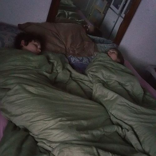 Howfuckingcute Sleepinggirls Tiredwhitegirls LOTSANDLOTSANDLOTSOFBLUNTS theyhaveinvaded @crazy_white_girl1 @breanna_rose_22