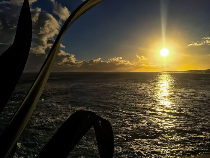Sea Sunset Sun Water Sky Nature Scenics Beauty In Nature Tranquility Tranquil Scene Sunlight Horizon Over Water Silhouette No People Outdoors Close-up Day