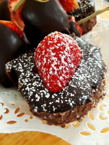 Sweet Food Dessert Unhealthy Eating Chocolate Temptation Chocolate Cake Ready-to-eat Food And Drink Indoors  Dessert Topping Freshness Cellclick Cellphonephotography Chez Moi Comfort Food Foodpictures Foodpic Italianfood🇮🇹